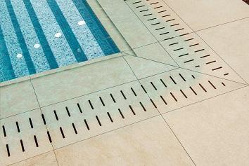 porcelánicos para piscinas imitación madera