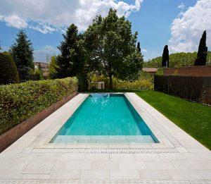 porcelánico piscina desbordante