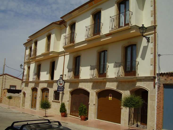 Local comercial y vivienda en piedra envejecida (Castellar).