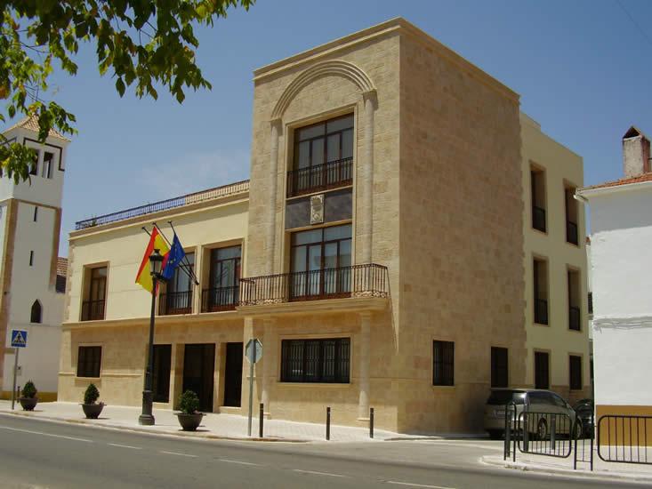 Fachada de ayuntamiento (Arroyo del Ojanco).
