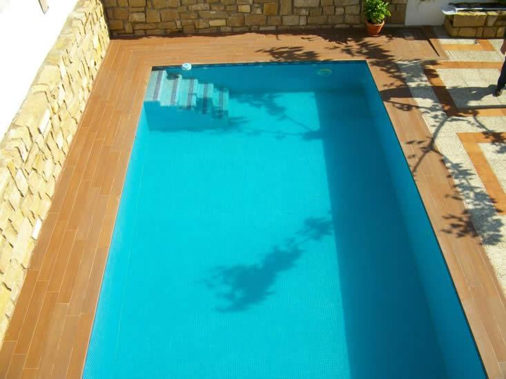 Bordes de piscina cerámicos (Úbeda).