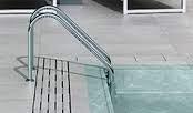 Porcelánico en piscina